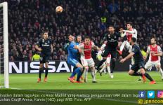 Klarifikasi Resmi UEFA soal Kontroversi VAR dalam Laga Ajax vs Real Madrid - JPNN.com