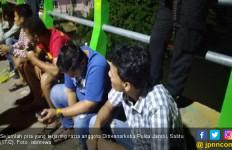 Polisi Razia Narkoba di Pulau Pandan, 17 Orang Diamankan, 1 Positif Narkoba - JPNN.com