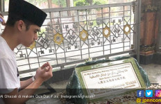 Setelah Jenguk Ahmad Dhani, Al Ghazali Ziarah ke Makam Gus Dur - JPNN.com