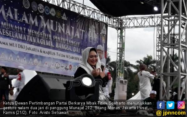 Datang ke Malam Munajat 212, Mbak Titiek Didoakan jadi Ibu Negara - JPNN.com