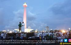 Coba Bandingkan Munajat 212 dengan Doa Mbah Moen - JPNN.com