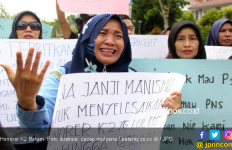 Jokowi Presiden Lagi, Honorer K2 Pendukung Prabowo - Sandi Menangis - JPNN.com