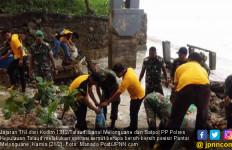 TNI dan Polri Kompak Gelar Operasi Semut di Pantai Melonguane - JPNN.com