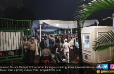 Sambil Berselawat, Jemaah Malam Munajat 212 Tinggalkan Monas - JPNN.com