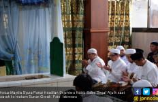 Ziarah ke Makam Wali, Habib Salim PKS : Teladani Perjuangan Penyebar Islam di Nusantara - JPNN.com