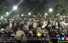 Massa Malam Munajat 212 Bubar Sambil Berselawat - JPNN.com