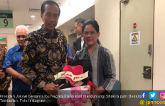 Bawa Boneka Hello Kitty, Jokowi Kunjungi Shakira - JPNN.com