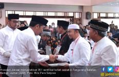 Jokowi Serahkan 351 Sertifikat Tanah Wakaf di Banten - JPNN.com