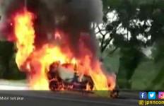 3 Faktor Mobil Terbakar yang Menewaskan Wakil Jaksa Agung Arminsyah - JPNN.com
