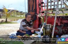 Jelang Kedatangan Menko PMK, Pemkab Landak Gelar Ritual Adat - JPNN.com