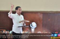 Jokowi: Katanya yang Pegang Ini Biasanya Sakti - JPNN.com