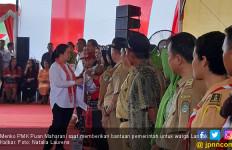 Jauh - jauh dari Jakarta, Menteri Puan Bawa Banyak Bantuan untuk Warga Landak - JPNN.com