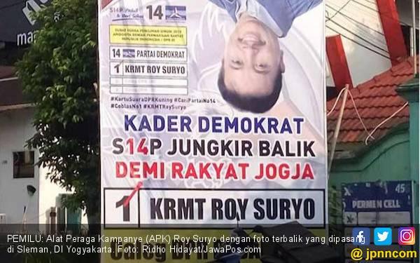 Unik! Roy Suryo Pasang Foto Terbalik, Nih Tujuannya - JPNN.com