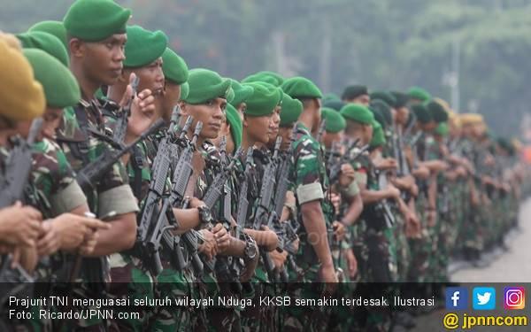 Dooor! Prajurit TNI di Papua Tewas Ditembak KKSB dari Balik Semak Belukar - JPNN.com