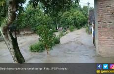 Hujan Deras, Banjir Bandang Terjang Puluhan Rumah Warga - JPNN.com