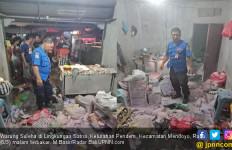 Warung Warga Pendem Terbakar di Malam Pengerupukan - JPNN.com