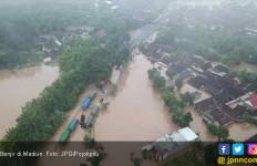Juru Bicara TKN Jokowi-Ma'ruf: Jangan Hanya Lihat Banjir di Tol Madiun - JPNN.com
