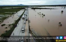 Baru Kali Ini Ruas Jalan Tol Terendam Banjir - JPNN.com