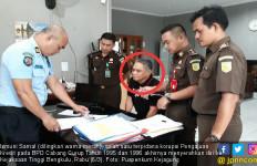 Lihat Nih, Buron Terpidana Korupsi Menyerahkan Diri - JPNN.com