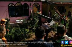Angin Puting Beliung Rusak 20 Unit Rumah Warga di Karo - JPNN.com