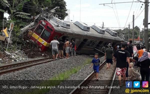 KRL Jatinegara - Bogor Anjlok - JPNN.com