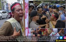 Demo Suku Sakai di Depan Kantor Gubernur Riau Berakhir Ricuh - JPNN.com