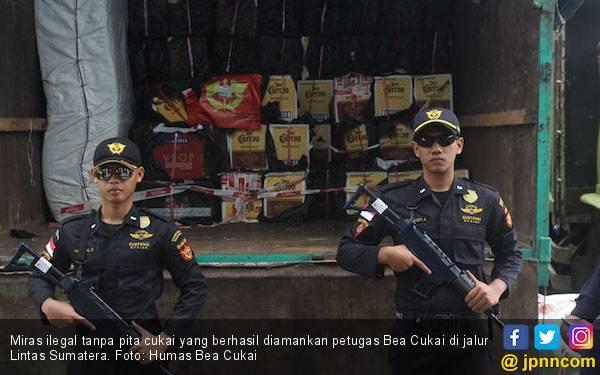 Bea Cukai Tembilahan Berhasil Menegah Miras Ilegal di Jalur Lintas Sumatera - JPNN.com