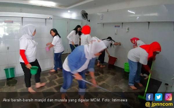 MCM Gelar Aksi Bersih-bersih 5.000 Masjid se-Jabodebek - JPNN.com