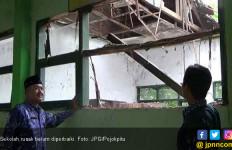 Ada Sekolah Rusak Parah, Pemda Kapan Bantu Perbaikan? - JPNN.com