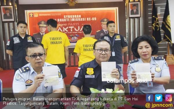 Tiga TKA Ilegal Asal Tiongkok Dideportasi dari Batam - JPNN.com
