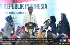 Janda Berusia 55 Tahun Goda Jokowi di Depan Iriana - JPNN.com