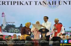 Jokowi Bagikan Ribuan Sertifikat Tanah di Bangka Belitung - JPNN.com