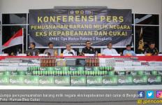 Bea Cukai Bengkalis Musnahkan Barang Ilegal Eks Kawasan Bebas - JPNN.com