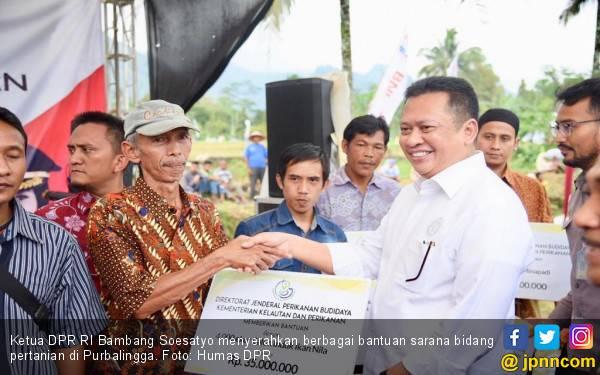 Bamsoet Serahkan Bantuan Puluhan Alat Pertanian - JPNN.com