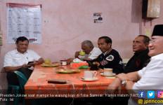 Jokowi Diserbu Emak-Emak saat Minum Kopi Partungkoan - JPNN.com