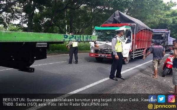 Kecelakaan Beruntun: Satu Terluka, Lima Kendaraan Rusak Parah - JPNN.com
