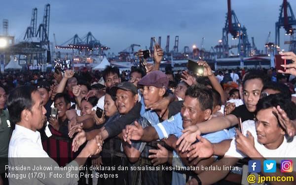 Jokowi: Pengemudi Truk dan Bus Salah Satu Profesi Mulia - JPNN.com