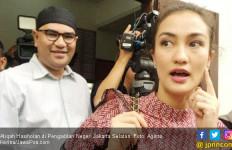 Atiqah Hasiholan Ungkap Kegiatan Ibunya di Dalam Tahanan - JPNN.com