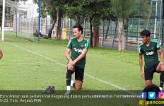 FIFA Larang Ezra Walian jadi Pemain Timnas Indonesia - JPNN.com