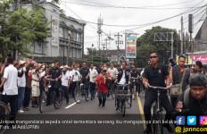 Naik Ontel, Jokowi Diuber Emak - Emak Yogya - JPNN.com