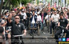 Jokowi Naik Sepeda Onthel Saat Hadiri Deklarasi Alumni Jogja SATUkan Indonesia - JPNN.com