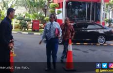 Dikawal Ajudan, Mahfud MD Tampak Terburu-buru Masuk Gedung KPK - JPNN.com