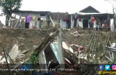 Rumah Sudah Puluhan Tahun, Ambruk Diterjang Banjir Dalam Hitungan Menit - JPNN.com
