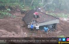 Diguyur Hujan Deras, Sejumlah Wilayah di Tabanan Dilanda Longsor - JPNN.com