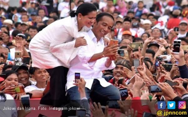 Lihat! Apa Benar Itu Bu Iriana yang Terjengkang di Panggung Kampanye Jokowi? - JPNN.com