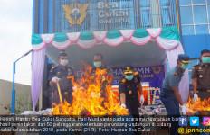 Bea Cukai Sangatta Musnahkan Ratusan Ribu Batang Rokok Ilegal - JPNN.com