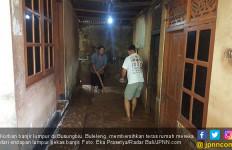 Banjir Bandang Menerjang, Rumah Hancur, Ternak Warga Hanyut - JPNN.com