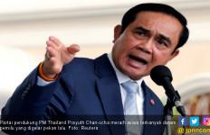 Dicecar Pertanyaan Sulit, PM Thailand Semprotkan Disinfektan ke Wartawan - JPNN.com