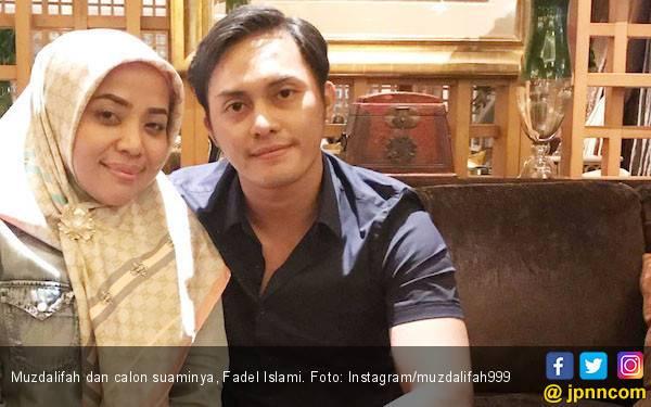 Muzdalifah: Orang Bilang di Luar Sana Suamiku Mencintai aku Karena Tahta - JPNN.com