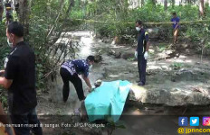 Mayat Misterius Dipinggir Sungai, Susah Dikenali Wajahnya - JPNN.com